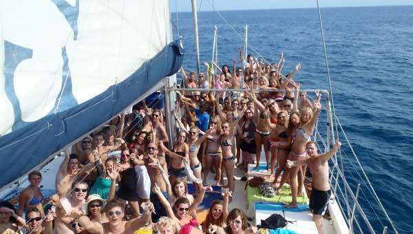 Fiesta-de-despedida-en-catamaran