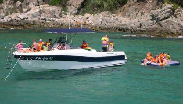 Fiestas-en-barco,-Costa-Brava