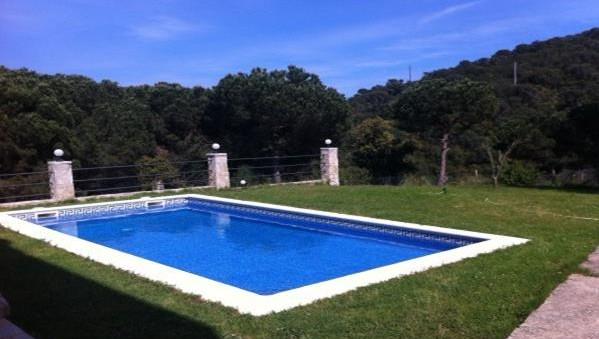 piscina-despedidas-soltero-alojamiento-tossa-de-mar-girona