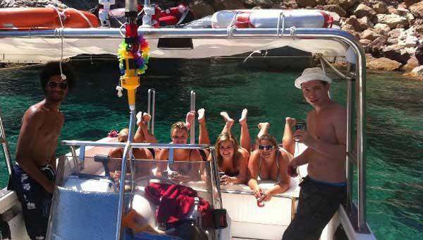 Excursion-en-barco-para-tu-despedida-de-soltero-o-soltera