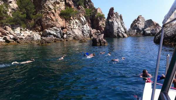 Hacer-snorkel-para-tu-despedida-en-la-Costa-Brava